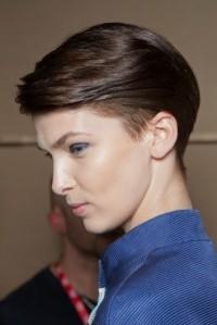 corte-de-pelo-corto-con-patillas-y-parte-de-atras-afeitada