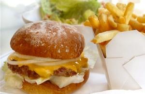 Бургер и пържени картофки
